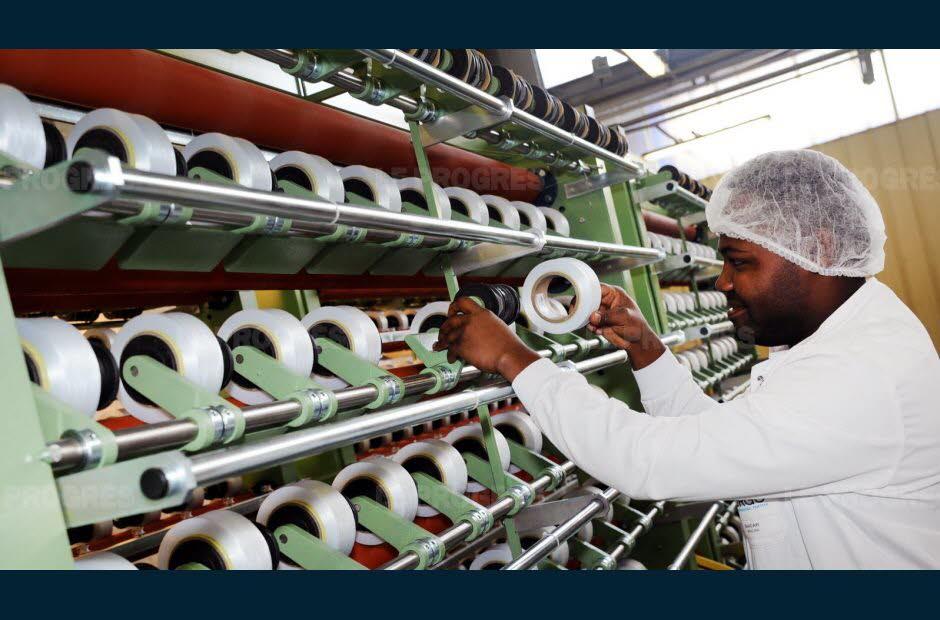 urgo-advanced-textile-s-appuie-sur-un-produit-phare-la-bande-urgo-k2-photo-jerome-abou-1480281362