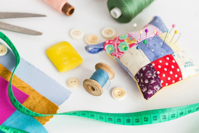 le recyclage textile gr ce la couture rig e en art. Black Bedroom Furniture Sets. Home Design Ideas