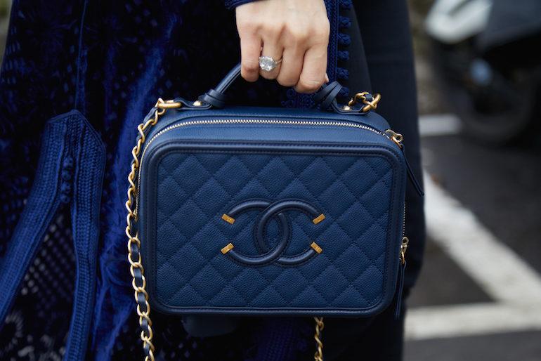 Chanel signe un partenariat avec Farfetch   Mode in Textile e243cf15347