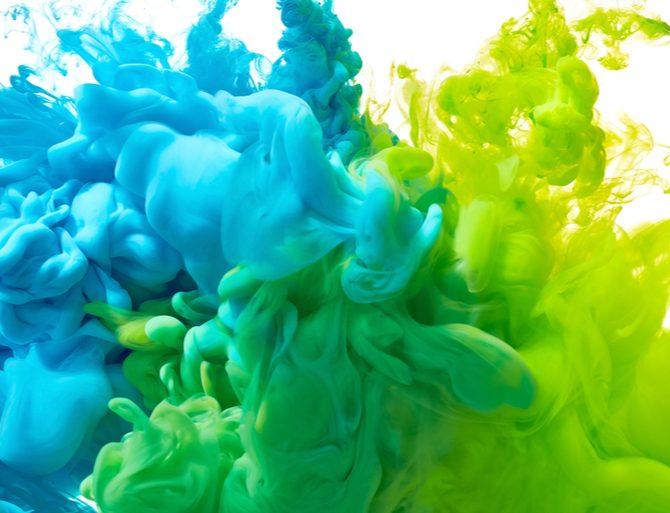 coloration verte et bleue dans l'eau