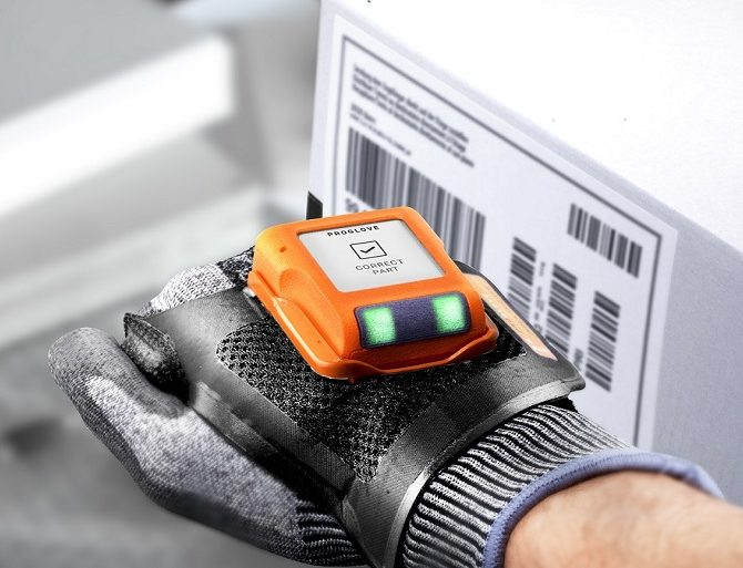 D-ProGlove Display CloseUp 001